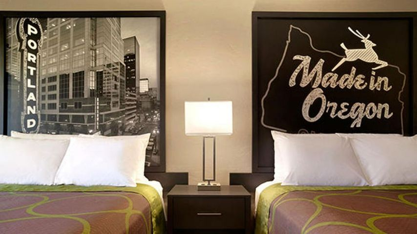 Elegant NEW YORK Art enthusiasts had an opportunity to embrace mediocrity as budget hotel chain Super held a gallery show to display art from its rooms around