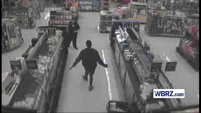 Hammer-wielding robbers smash glass cases at Wal-Mart