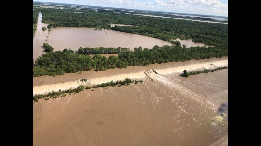 Areas in Chariton County evacuating due to levee break