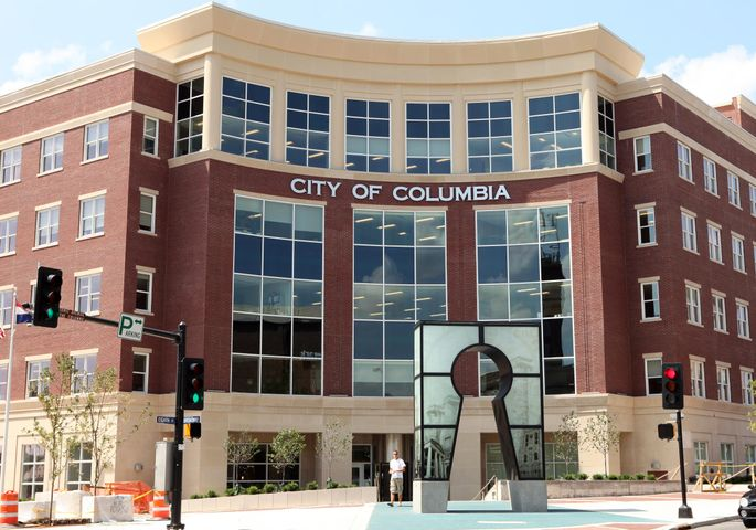 The Columbia City Council voted Monday night to keep school resource officers in Columbia schools for another month while the city and school district look to reach an agreement.