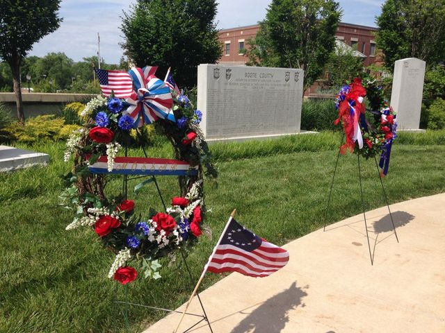 Wreathing laying ceremony kicks off Memorial Day weekend.