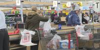 Story image: Mid-Missourians stock up on groceries before expected snow
