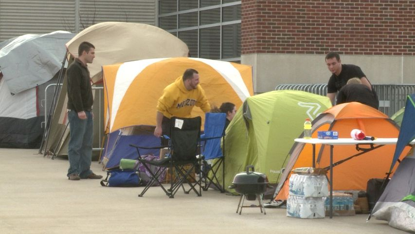 ... Gameday and the MU/KU border showdown game was less than two days away but MU fans had already started to line up Thursday night outside Mizzou Arena. & MU Fans Camp Out Early for MU/KU Border Showdown Game