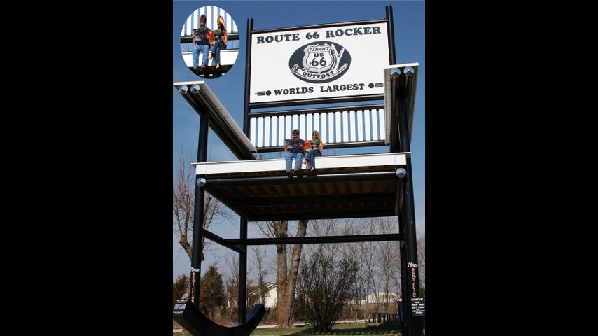Strange Giant Rocking Chair On Route 66 Attracts Visitors To Fanning Alphanode Cool Chair Designs And Ideas Alphanodeonline