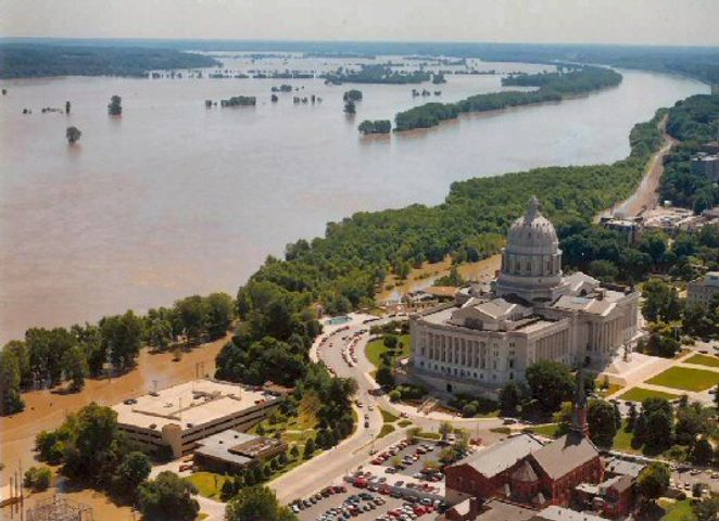 Jefferson City levee expected to overflow