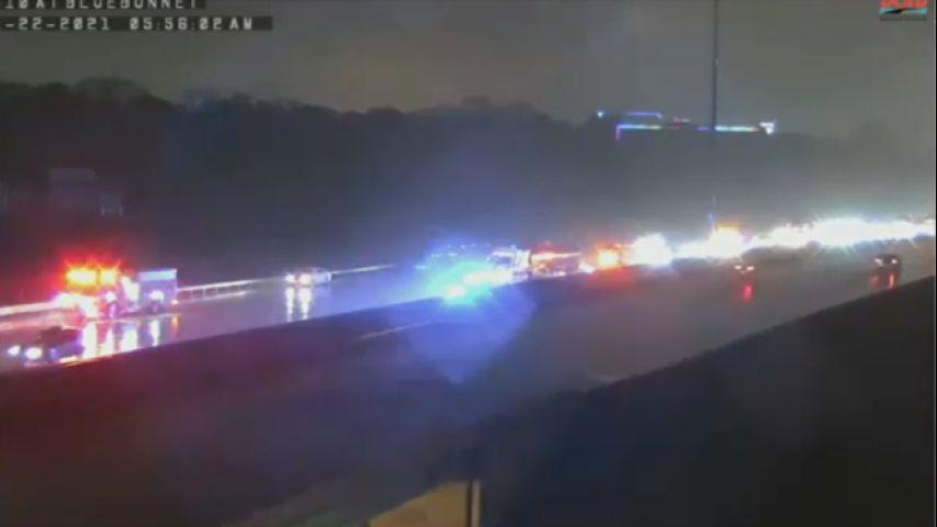 Traffic Alert: Crash along I-10 E at Bluebonnet causes lane closure